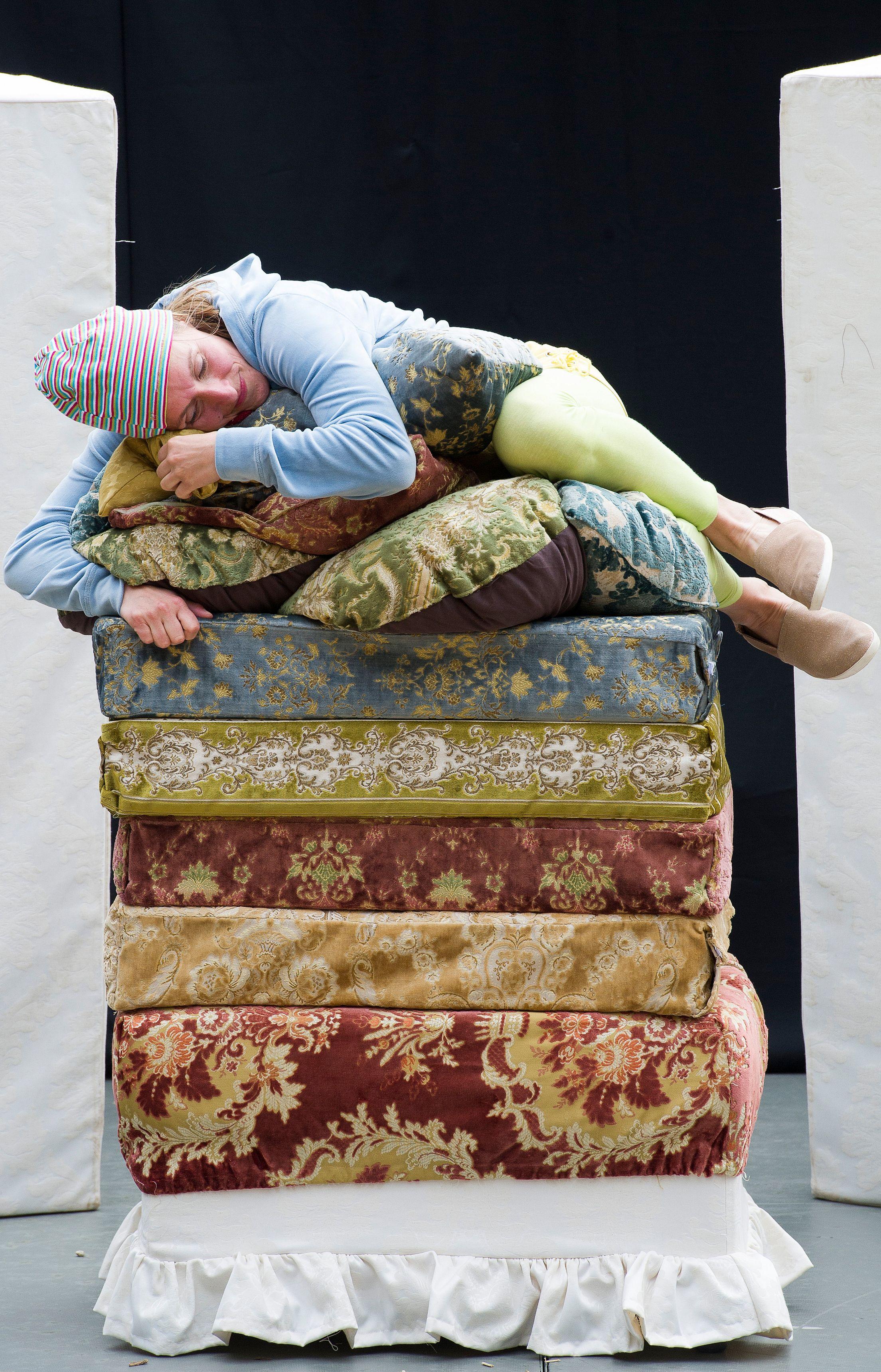 die prinzessin auf der erbse b hnebumm kindertheater. Black Bedroom Furniture Sets. Home Design Ideas